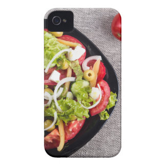 Vista superior de un pequeño cuenco de ensalada de funda para iPhone 4