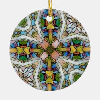 Vitral cruciforme hermoso inspirado adorno navideño redondo de cerámica