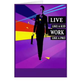 Viva como un trabajo del niño como una favorable tarjeta de felicitación
