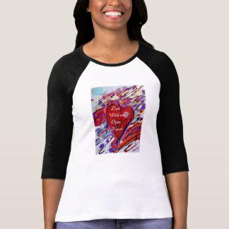 Viva con un corazón abierto camiseta