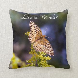 Viva en almohada de tiro de la mariposa de la