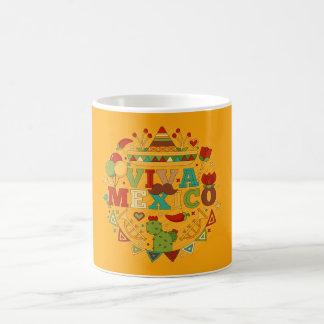 Viva México con las tazas tradicionales de los
