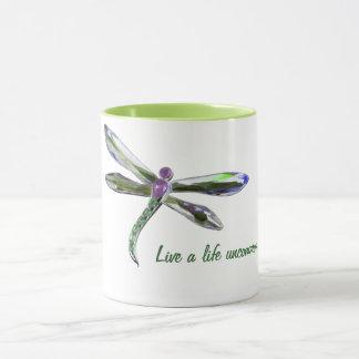 Vive una vida infrecuente - taza de la libélula