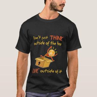 Vivo fuera de la camisa de la caja - oscuridad