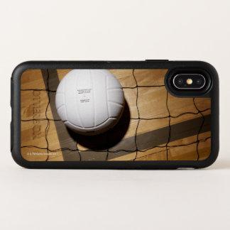 Voleibol y red en suelo de parqué