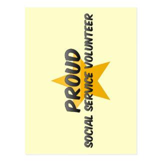 Voluntario orgulloso del servicio social postales