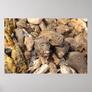 Voodoo utensilios al mercado Africano Poster