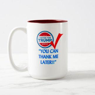 Voté por triunfo taza de café de dos colores