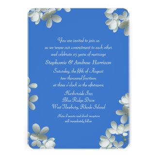 Votos de renovación azules e invitaciones florales