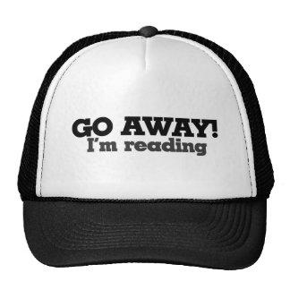 Voy lejos estoy leyendo gorros