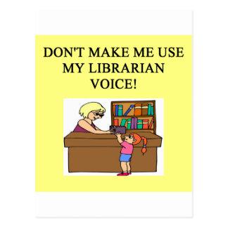 voz del bibliotecario de la mamá tarjeta postal