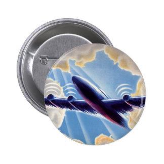 Vuelo del aeroplano del vintage a través del cielo pin