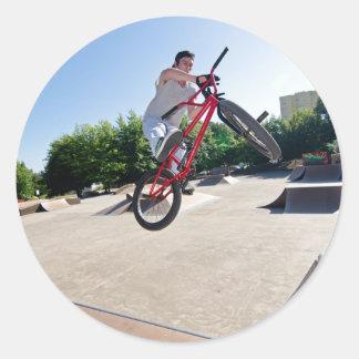 Vuelta de la barra del truco de la bici de BMX Pegatinas Redondas