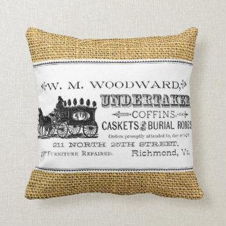 W.M. Woodward, empresario de pompas fúnebres en la Cojín Decorativo