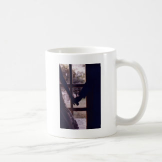Wedding couple bride groom holding hands analogue taza de café
