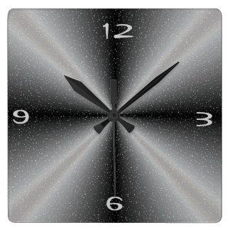 /white gris con los relojes del >Wall del fondo de