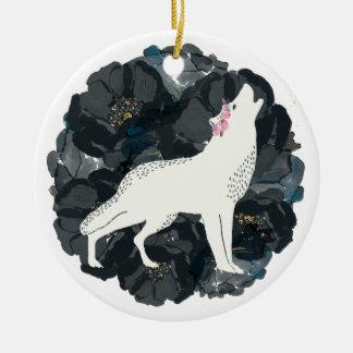 White Wolf con el ornamento negro de los rosas Adorno Navideño Redondo De Cerámica