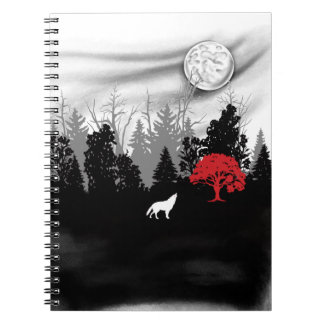 White Wolf en bosque con el cuaderno rojo del