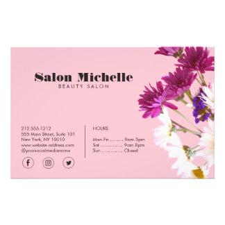 Wildflowers elegantes y salón de belleza rosado flyer