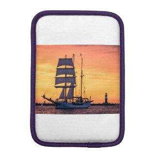 Windjammer en el mar Báltico Funda Para iPad Mini