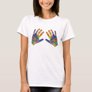 Woman hands camiseta