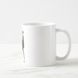 Woman in black taza básica blanca