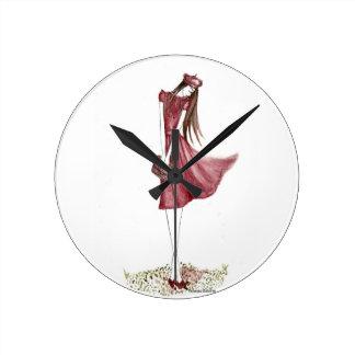 Woman in burgundy reloj redondo mediano