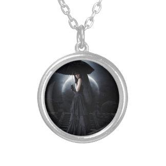 Women gothic moon collar plateado