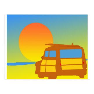 Woodie en la puesta del sol postales