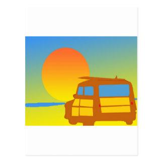 Woodie en la puesta del sol postal