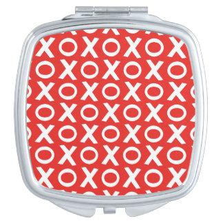 XO besa y abraza blanco rojo del ejemplo del Espejo Compacto