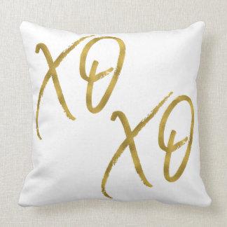 XO XO abraza y besa la falsa almohada de la hoja