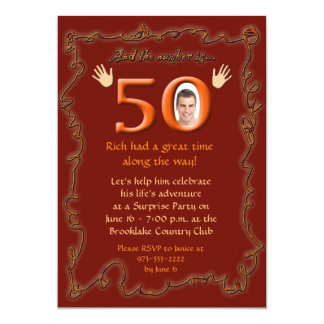 """Y el número es… """"50"""" invitación del cumpleaños"""