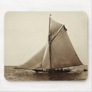 Yate de 1891 americanos en el mar alfombrilla de ratón