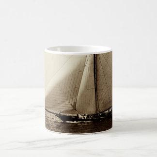 Yate de 1891 americanos en el mar taza de café