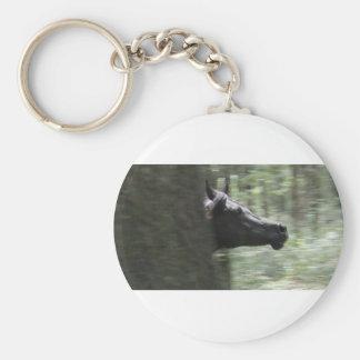 Yegua árabe negra galopante llavero redondo tipo chapa