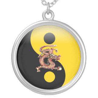 Yin- Yang/collar del dragón de Chineese Colgante Redondo
