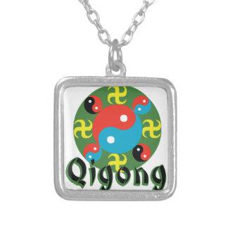Yin Yang Qigong Collar Plateado