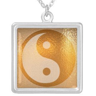 YIN YANG - símbolo chino de la balanza de la suert Colgante Cuadrado