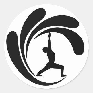 Yoga Maui - pegatina redondo clásico de la resaca
