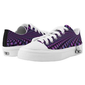 Zapatos cubiertos del fractal de la púrpura real