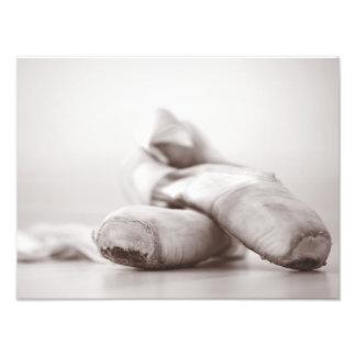 Zapatos de Pointe del ballet en la plantilla de Fotografía