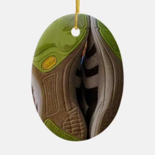 Zapatos gastados ornamentos de navidad