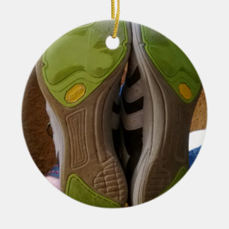 Zapatos gastados ornamente de reyes