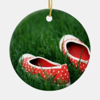 Zapatos rojos frescos abstractos del resbalón ornamento de navidad
