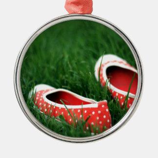 Zapatos rojos frescos abstractos del resbalón ornatos