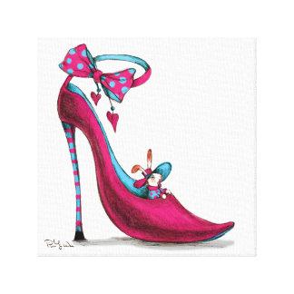 Zapatos rosados con el conejo impresión en lienzo