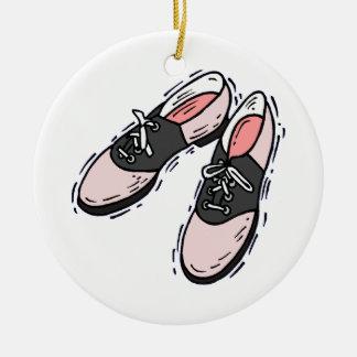 Zapatos y radio de silla de montar ornatos