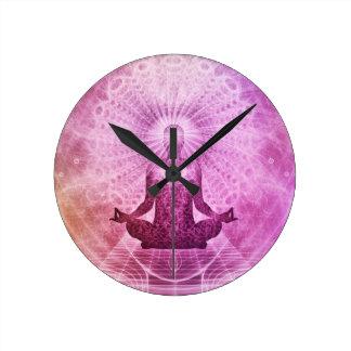Zen espiritual de la meditación de la yoga reloj redondo mediano