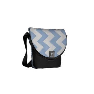 Zigzag azul claro y blanco bolsa de mensajería